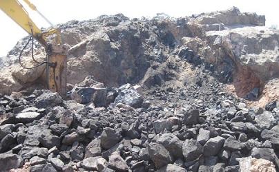 فروشنده سنگ آهن مگنتیت